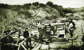 Старатели, добыча породы из шурфа ручным подъёмом ИОКМ ф259-22
