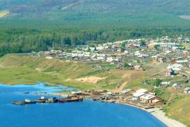 От села Байкальского совершают экскурсии на мыс Лударь, известный своими пещерами и курыканскими городищами.