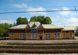 Между Черемховым и Усольем-Сибирским находится станция Половина - как бы половина Транссиба. Но это не так. Длина Транссиба - 9288 км, а станция Половина находится на 5081 км. Реальная серединка дороги - это 4644 км, он находится вблизи станции Ук, на перегоне Камышек - Ук, участок Тайшет - Нижнеудинск, рядом с Нижнеудинском