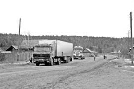 Поток грузовых авто через Трактово-Курзан не прекращается ни днем ни ночью