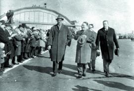 Ю. Цеденбал в иркутском аэропорту