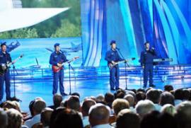 Гимн Дальней авиации — на сцене Театра Российской армии в Москве: живое исполнение принимали на ура