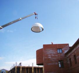 Монтаж купола будущей обсерватории 10 апреля.