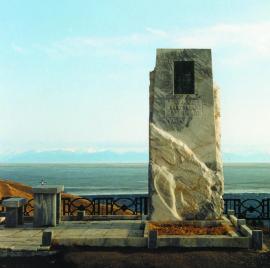 Стела на месте гибели А. Вампилова