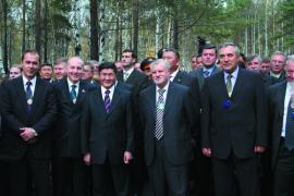 Участники Байкальского экономического форума. Слева направо: А. Тишанин, Д. Мезенцев, первый справа А. Квашнин, второй С. Миронов