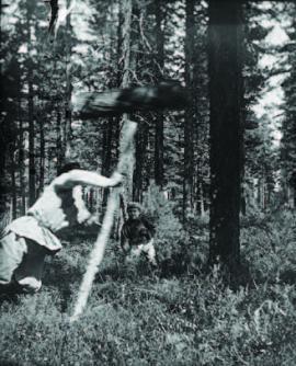 Работа колотом. Фото В. С. Житенева 1921 г.