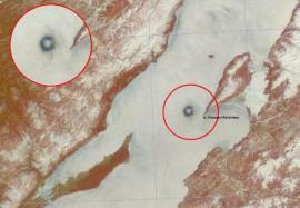 15 апреля 2009. Район мыса Нижнее Изголовье полуострова Святой Нос. Космоснимок спутника TERRA, радиометр MODIS