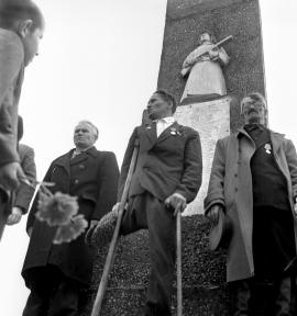 Село Кимильтей Зиминского района. Ветераны у памятника воинам Великой Отечественной войны