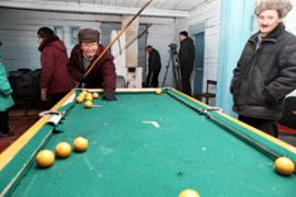 Бильярд в местном клубе еще с советских времен, Чинога
