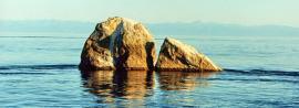 Шаман-камень – символ Байкала, заповедная скала у истока Ангары, недалеко от поселка Листвянка.