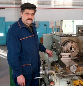 В службе измерений, наладки и испытаний ТЭЦ-9 работают токари с золотыми руками, такие как Анатолий Марченко