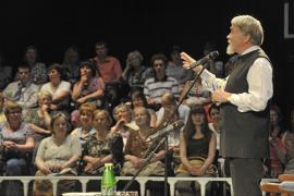 В,Курбатов выступает на литературных вечерах
