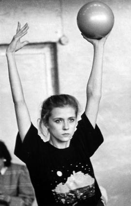 Оксана Костина на тренировке. Упражнение с мячом