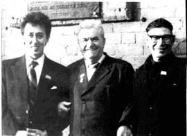 Юрий Ножиков (крайний слева) с коллегами по тресту «Востокэнергомонтаж»