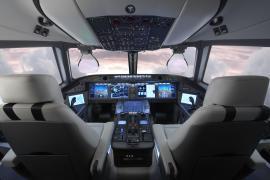 Кабина управления самолетом МС-21