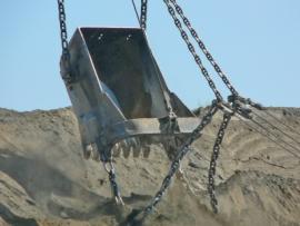 Добычные работы ведутся роторными экскаваторами ЭР-1250 и одноковшовыми «мех. лопатами» ЭКГ-4у