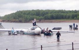 В 8:55 мск 11 июля 2011 г. самолет Ан-24 авиакомпании Ангара совершил вынужденную посадку в акватории реки Обь. Экипаж самолета выполнял рейс Томск-Сургут. На борту находилось 32 пассажира и четыре члена экипажа