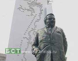 Новый памятник Наймушину. Примерка