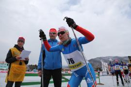 Надежда Шуняева.26-27 апреля в бурятском поселке Максимиха на восточном берегу состоялся замечательный двухдневный праздник лыж венцом которого стал 50-километровый марафон свободным стилем.