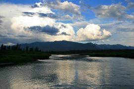Река Баргузин в Амутской котловине.