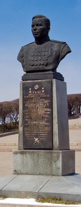 Памятник А.П. Белобородову на новом месте - Нижней набережной Ангары