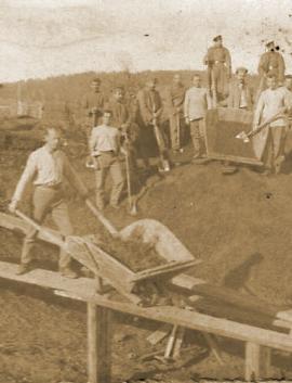 Заключённые Александровского централа за работой