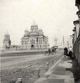 Вид на собор с ул. Тихвинской