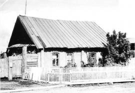 Дом в селе Ново-Кусково, в котором родился писатель Георгий Марков. Фото 1979 г. (В 2000-х в результате пожара дом был утерян)