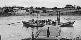 Река Уда в городе Нижнеудинске. На дальнем плане справа - дом нижнеудинского городского главы. Фото начала XX века