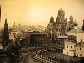 Вид на собор, Спасскую церковь, костёл и Тихвинскую площадь со стороны Ангары