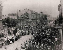 Иркутск, Большая улица, 17 сентября 1922. Торжественная траурная процессия, несущая останки Н.А. Каландаришвили к месту его захоронения на Коммунистической площадке
