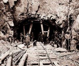 Hand punching Circum-Baikal railway tunnels