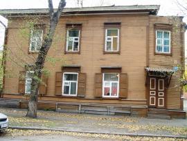 Деревянный дом в усадьбе   Домбровского. 2011 год. Фото авторов