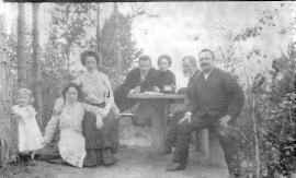 Семья Рафильзонов на даче на реке Иркут. 1904.  Фото из семейного архива Домбровских