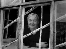Нелегко глядеть на мир через решетку, сохраняя при этом улыбку.