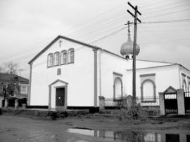"""Бывший кинотеатр """"Прогресс"""" передали православной церкви. Теперь в районе есть храм, но нет кино."""