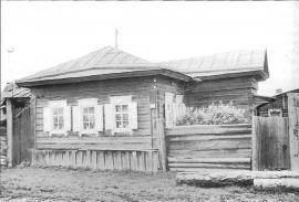 Жилой дом 1885 г. Фото Л.Басиной. 1991 г.