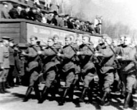 Иркутск. Послевоенный первомайский парад. На трибуне - руководство области и города.