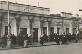 """""""Большой театр Дон Отелло"""" с фигурами атлантов на фасаде, установленными в 1910. Фото 1914"""