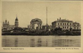 Слева - Владимирская церковь. Прямо - Московские ворота. Справа - мужское духовное училище