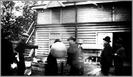А.В. Вознесенский с сотрудниками запускает метеозонд