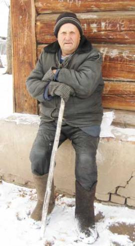 Дед Анатолий к старожилам относится с опаской: война закончилась, а предатели остались, считает старик