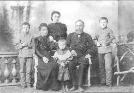 Семья черемховцев Каратаевых. Фото 1909 г.