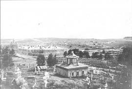 Вид на Александровское селение. На переднем плане сельское кладбище с часовней. Фото нач. XX в. ГАИО