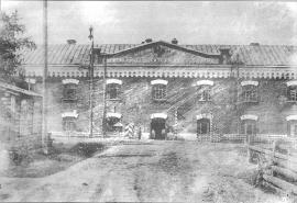 Главный фасад Александровской центральной каторжной тюрьмы. Фото 1910-х гг.