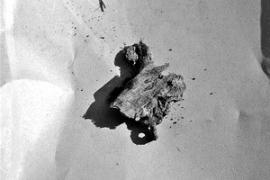 В одном из детских захоронений был обнаружен большой священнический крест с останками крестильной рубашки, в которую был облачен младенец. Предполагают, что здесь был захоронен ребенок священника.