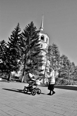 Спасская церковь — первое каменное здание Иркутска, была построена на том месте, где стояла одна из башен Иркутского острога. Во время плановых раскопок неожиданно были обнаружены лиственничные бревна, входившие в основание деревянной башни Иркутского острога