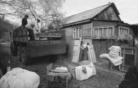Жители Слюдянки переезжают в Луговской, оставляя дома и огороды