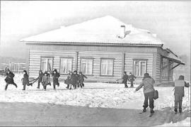Невон. Школа. Фото Э. Брюханенко. 1964 г.