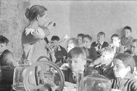 Невон. Школьный урок. Фото Э. Брюханенко. 1964 г.